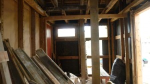 Sauna purettuna vanhoja paneleja säilyttäen