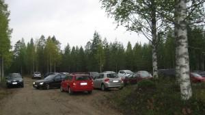 Parkkipaikka melkein täynnä